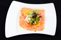 Carpaccio da truta com salada Imagem de Stock Royalty Free