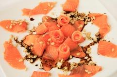 Carpaccio di color salmone con le noci di cedro Fotografie Stock