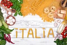 carpaccio kuchni doskonale stylu życia, jedzenie luksus włoski Warzywa, olej, pikantność i makaron na białym drewnianym stołowym  Fotografia Royalty Free