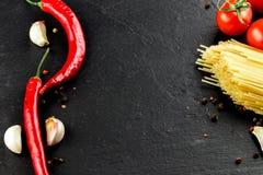 carpaccio kuchni doskonale stylu życia, jedzenie luksus włoski Warzywa, pikantność i makaron na ciemnym backgroun, Obraz Stock