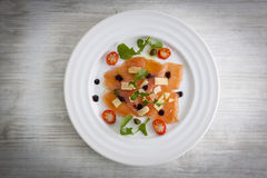 Carpaccio Salmon na placa Imagem de Stock Royalty Free