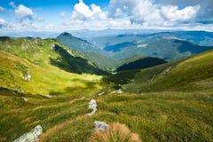 Carpathian berg landskap i Ukraina Arkivfoto