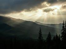 carpathian bergsoluppgång arkivbilder