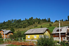 Carpathian& x27; villaggio di s Immagini Stock Libere da Diritti