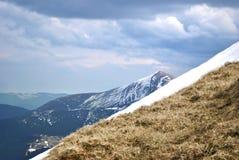 Χιονώδες βουνό. Στοκ Εικόνες