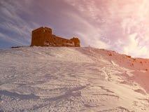carpathians zima Stary Polski obserwatorium na góra wystrzale Ivan, 2022 metru Zdjęcie Stock