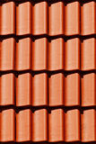 Carpathiens se retranchent la tuile de toit orange proche vers le haut Photos stock