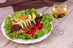 Carpe de poissons grillée par totalité image libre de droits