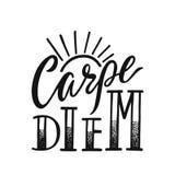 Carpe diem - τα λατινικά μέσα φράσης αδράχνουν την ημέρα Συρμένο χέρι εμπνευσμένο διανυσματικό απόσπασμα για τις τυπωμένες ύλες,  διανυσματική απεικόνιση