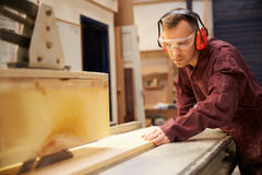 Carpenter Using Circular Saw In Carpentry Workshop Royalty Free Stock Photos
