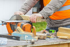 Carpenter using circular saw Royalty Free Stock Photography