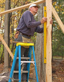 Carpenter using a level Royalty Free Stock Photos