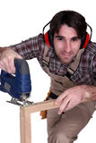 Carpentiere che per mezzo di uno strumento Fotografie Stock