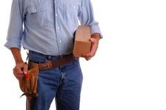 Carpentiere che tiene casella di legno Fotografia Stock Libera da Diritti