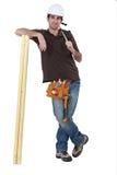 Carpentiere con legname Fotografia Stock