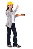 Carpentiere femminile con il righello Fotografia Stock