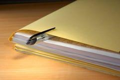 Carpeta con los documentos Fotos de archivo libres de regalías