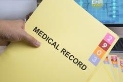 Carpeta del informe médico imagenes de archivo