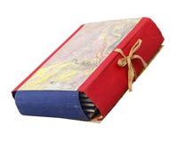 Carpeta vieja con los libros de la pila aislados en blanco Foto de archivo libre de regalías