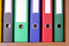Carpetas coloridas de la oficina Foto de archivo libre de regalías
