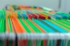 Carpetas de archivos coloridas de la ejecución del fondo abstracto en cajón Imagen de archivo