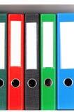 Carpetas en estantes Fotos de archivo