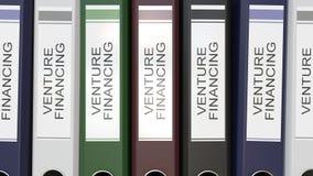 Carpetas múltiples de la oficina con las etiquetas del texto del financiamiento de empresa almacen de metraje de vídeo