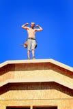 Carpinteiro com músculos Fotos de Stock Royalty Free