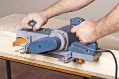 Carpinteiro com plano elétrico fotografia de stock