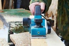 Carpinteiro com plano elétrico Imagens de Stock