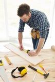 Carpinteiro no trabalho fotos de stock