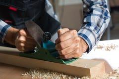 Carpinteiro no trabalho Foto de Stock