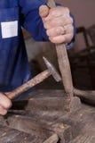 Carpinteiro que repara a cadeira Imagem de Stock