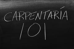 CarpinterÃa 101 sur un tableau noir Traduction : Menuiserie 101 Image stock
