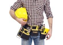 Carpintero con la correa y el casco de protección de la herramienta Fotografía de archivo libre de regalías