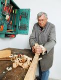 Carpinteros con madera Imagen de archivo libre de regalías