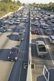 Πάροδος carpool διαμαντιών στο κατώτατο δικαίωμα του αυτοκινητόδρομου 405 κοντά στο ηλιοβασίλεμα Blvd στη ώρα κυκλοφοριακής αιχμή Στοκ Εικόνα
