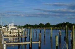 Carrabelle flod på förtöjningskeppsdockor arkivfoto