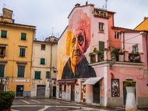 Carrara Italien Juni 2017 Väggmålningarna i fyrkanten av örterna Royaltyfri Bild
