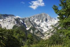 CARRARA - Witte marmeren steengroeven en Vara-Bruggen Stock Afbeeldingen