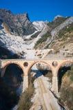 Carraras Marmorsteinbruch Lizenzfreie Stockfotos