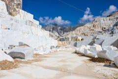 Carraras Marmorsteinbruch in Italien Stockbild