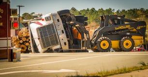 Carrboro NC, /US-March 10 2017: Ryś rudy pracuje na wyróbki ciężarówce zdjęcie stock