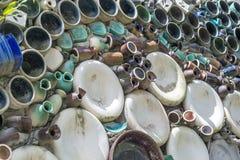 Carreaux de céramique décoratifs sur le mur Image stock