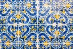 Carreaux de céramique fleuris décorant un bâtiment de Lisbonne Photos stock