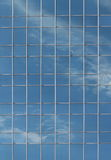 Carreaux de fenêtre de gratte-ciel Photographie stock