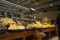 Carrefour Istanbuł Maltepe, owocowa sekcja fotografia royalty free