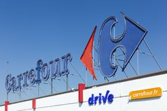Carrefour se connectent une façade Photos libres de droits
