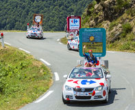 Carrefour-Wohnwagen in Pyrenäen-Bergen - Tour de France 2015 Stockfoto