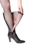 Carregador de couro com pele no pé da mulher Imagem de Stock